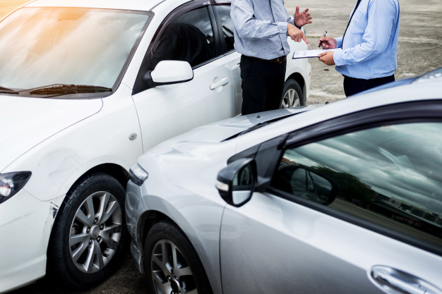 Implicati intr-un accident, vinovat fara RCA – Ce facem?